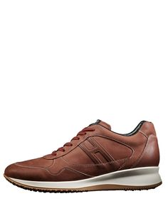Hogan shoes for men! Luxury Fashion, Mens Fashion, My Big Love, Suede Boots, Cool Watches, Men's Shoes, My Style, Sneakers, Commercial