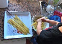 Partir espaguetis - Breaking spaghetti