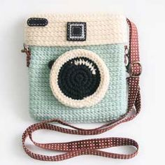 crocheted retro camera purse