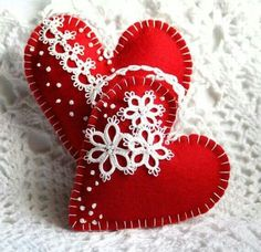 Decorated felt hearts - these woould not be hard to make