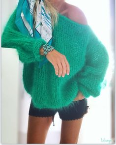Image may contain: one or more people, people standing and shorts Knitting Designs, Knitting Patterns, Pull Mohair, Stitch Fit, Knitting Wool, Mohair Sweater, Mode Style, Autumn Winter Fashion, Knitwear
