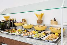 ¿Te gustaría probar las ensaladas? Would you like to try some salads?