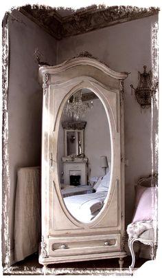 Méas Vintage: Ein Armoire aus Paris - Möbel verändern ist königlich