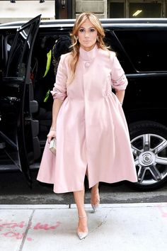 Who made Jennifer Lopez's pink coat, shirt, skirt, and crystal pumps that she wore in New York? Jennifer Lopez, Hollywood Fashion, Hollywood Star, Pink Winter Coat, Winter Coats, Looks Style, My Style, Casual Outfits, Fashion Outfits