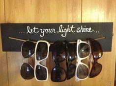 Um cabide para os óculos que dá um super recado na hora de vestir!