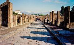 Pompei, ancora un crollo: giù un muro in via dell'Abbondanza