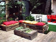 recycled pallet projects 40 Amazing Approaches Of How To Reuse Old Wooden Pallets other ideas Pallet Furniture Designs, Pallet Garden Furniture, Pallets Garden, Reclaimed Wood Furniture, Recycled Furniture, Diy Furniture, Outdoor Furniture Sets, Outdoor Decor, Outdoor Pallet