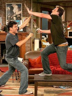 Ted and Marshall - Sword fight! How I Met Your Mother, Movies And Series, Tv Series, Epic Movie, Movie Tv, Best Tv Shows, Best Shows Ever, Marshall Eriksen, Mejores Series Tv