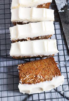 Carrot Cake Loaf - Simple, moist and generously topped with cream cheese frosting, this super moist Carrot Cake Loaf is simply perfect! Moist and light carrot cake, baked into a loaf and topped with a generous amount of cream cheese frosting. Carrot Cake Loaf, Moist Carrot Cakes, Loaf Cake, Carrot Recipes, Cake Recipes, Dessert Recipes, Desserts, Loaf Recipes, Cupcakes
