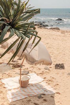 Beach Aesthetic, Summer Aesthetic, Aesthetic Photo, Aesthetic Pictures, Beach Umbrella, Sun Umbrella, Beach Picnic, Pool Towels, Summer Dream
