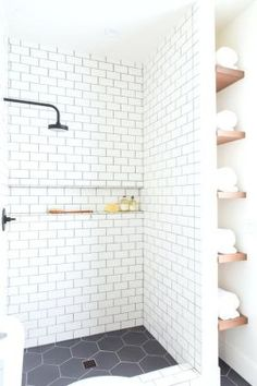 100 Farmhouse Bathroom Tile Shower Decor Ideas And Remodel To Inspiring Your Bathroom (53)
