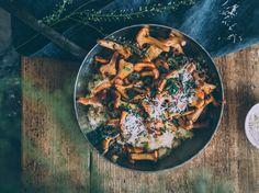 kanttarellikvinoa Chipotle Sauce, Parmesan, Zucchini, Fries, Vegetarian Recipes, Healthy Recipes, Healthy Food, Avocado, Gluten
