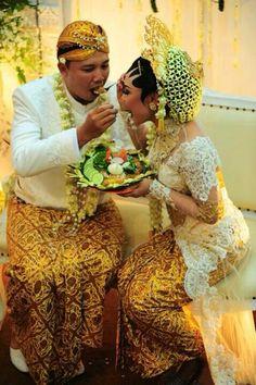 white , indonesia wedding tradision