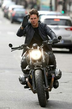 Tom in Leather Jacket : Tom Cruise in Leather Jacket. Motorcycle Style, Bike Style, Harley Davidson, Mission Impossible Fallout, Cafe Racer Bikes, Cafe Racers, Nine T, Bmw Boxer, Zx 10r