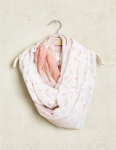 Tour de cou fin femme, blanc et rose, imprimé fantaisie et oiseau.