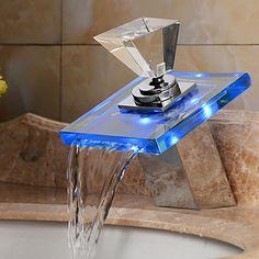 Moderni Pesuallas LED Vesiputous TouchTouchless with Messinkiventtiili Yksi kahva kaksi reikää for Kromi Suihku Kitchen