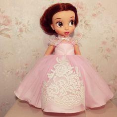Real vestido (rosa) se adapta a la muñeca del animador de Disney 16 producto incluye: -vestido largo de color rosa -Chal -enagua  * La muñeca y otros accesorios no están incluidos.  Envío mundial de Tailandia vía Thai post correo aéreo internacional con número de seguimiento registrados. Tiempos de envío estimada 10-20 días depende de su ubicación.