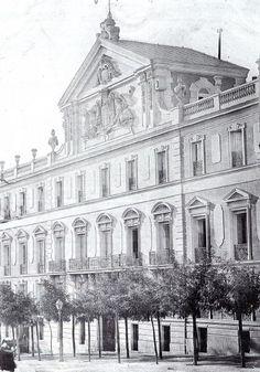 Palacio de Medinacelli. (Su lugar lo ocupa el Hotel Palace).
