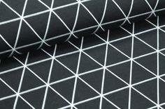 Wunderschöner, schwarzer Jersey mit weißem grafischen Muster. Der Stoff ist bei uns auch in grau erhältlich. **Nähprojekte:**Kleider, Shirts, Röcke, Beanies, Loops, Mützen, Pumphosen...