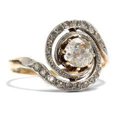 Wundersamer Diamantwirbel - Eindrucksvoller Diamantring mit 0,74 Altschliff-Solitär, entstanden um 1900 von Hofer Antikschmuck aus Berlin // #hoferantikschmuck #antik #schmuck #antique #jewellery #jewelry
