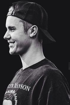 They smile tho. Yes I'm a Justin Bieber fan😍 Justin Bieber Wallpaper, Justin Bieber Pictures, I Love Justin Bieber, Selena Gomez, Justin Baby, Justin King, Bae, Man Crush, Future Husband