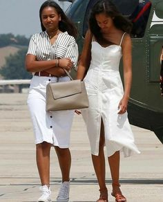 "fashionjunki: ""homieloversaint: "" torisoulphoenix: "" accras: "" Malia and Sasha Obama depart to travel to Martha's Vineyard for the family's annual two week vacation, "" Back from their. Barack Obama Family, Malia Obama, Obamas Family, Obama Daughter, First Daughter, Look Fashion, Teen Fashion, Durham, Joe Biden"