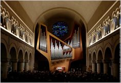 Brussel, chiesa Chant d'Oiseaux. Organo Kleuker IV/46, 1981. Concezione strumentale Jean Guillou, disegno architettonico Jean Marol, architetto a Vichy. Francia