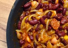 Hagymás bab | Diána Kocsisné Tóth receptje - Cookpad receptek Bab, Sausage, Macaroni And Cheese, Chili, Food And Drink, Soup, Ethnic Recipes, Kitchens, Mac And Cheese