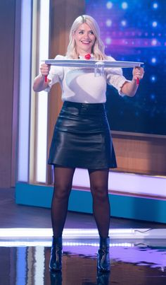 Holly Willoughby Legs, Holly Willoughby Outfits, Colored Tights Outfit, Black Tights, Frauen In High Heels, Pantyhose Outfits, Pantyhose Legs, Nylons, Hottest Female Celebrities
