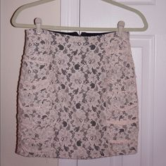 Lace mini skirt! Perfect condition. Zipper back. High- waist! Forever 21 Skirts
