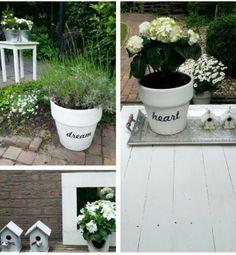 Oude bloempotten weer fris wit geverfd en gepimpt met muurstickers van de Action, goedkoop en simpel, maar vooral erg leuk!