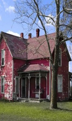 Old Red Farm House. I love this old house. This reminds me of a home my Aunt Avis and Uncle Vic once lived in.