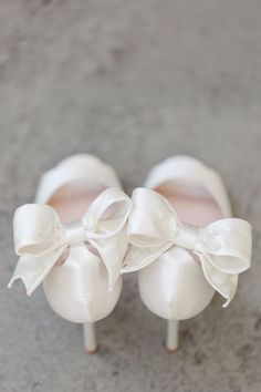 Bow wedding shoes - Alicia Lacey Photography