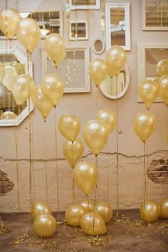 Gold balloons for New Year's Eve Party Decorations White Balloons, Latex Balloons, Champagne Balloons, Metallic Balloons, New Years Eve Decorations, Wedding Decorations, Wedding Ideas, Trendy Wedding, Diy Wedding