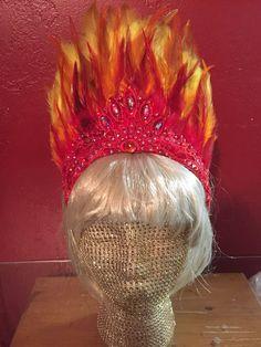 Mardi Gras Decorations, Diy Halloween Decorations, Halloween Ideas, Family Halloween, Halloween 2020, Halloween Stuff, Yellow Feathers, Gold Feathers, Purple Gold