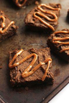 Chocolate Chip Gingerbread Chickpea Blondies with Maple Glaze | Hummusapien