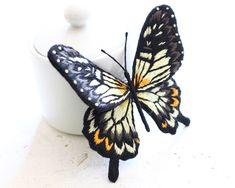 立体フェルト刺繍の昆虫のブローチ~ベンゲットアゲハ~