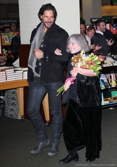 """Image detail for -Anne Rice Book Signing For """"The Wolf Gift"""" I still would recommend her books . Joe Manganiello, Freaking Hilarious, Anne Rice Books, Vampire Series, Horror Books, Himym, Book Signing, Fantasy Books"""