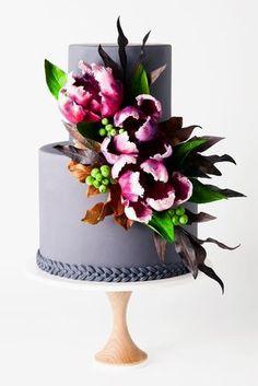 11 Amazing Wedding Cake Designers We Totally Love - Cake Decorating - Cake Design Amazing Wedding Cakes, Elegant Wedding Cakes, Wedding Cake Designs, Floral Wedding, Cake Wedding, Elegant Cakes, Wedding Cupcakes, Purple Wedding, Amazing Cakes