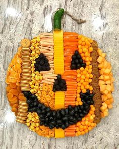 Halloween Donuts, Halloween Desserts, Buffet Halloween, Halloween Pizza, Hallowen Food, Halloween Goodies, Halloween Food For Party, Halloween Birthday, Holidays Halloween