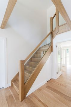Nice stairs Wooden Staircases, Stairways, Shoe Storage Under Stairs, House Staircase, Entrance Hall, Secret Language, Household, Stair Design, Loft Ideas