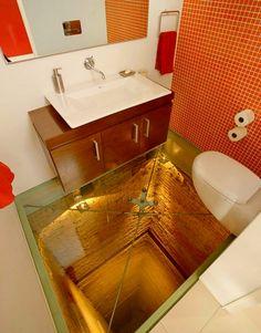 Toalete com piso de vidro