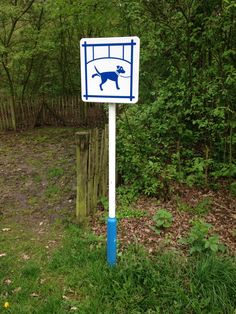 Dogs are only allowed to wee here