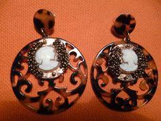 orecchini con cammeo autentico e ottone di crizartshop su Etsy