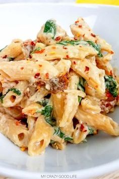 This weight watchers tuscan chicken pasta is an easy weeknight meal! Weight watchers crockpot recipes are easy too cook. D italian weight watchers r Tuscan Chicken Pasta, Garlic Chicken, Chicken Chili, Slow Cooker Chicken Pasta, Chicken Mince Pasta, Chicken Pasta Easy, Crock Pot Pasta, Chicken Carbonara Pasta, Chicken 21 Day Fix