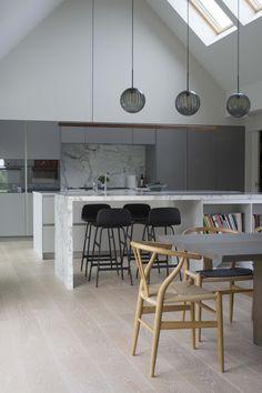 New Kitchen Dark Cabinets Brown Floors Ideas Ikea, Insulated Panels, Dark Kitchen Cabinets, Gun Cabinets, Bungalow House Design, Cottage Design, Piece A Vivre, New Kitchen, Kitchen Living