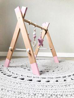 Diy Baby Gym, Diy Baby Gifts, Baby Toys, Baby Play, Baby Nursery Diy, Baby Workout, Diy Bebe, Montessori Toys, Baby Furniture