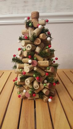 Cork Christmas Trees, Christmas Ornament Crafts, Christmas Projects, Handmade Christmas, Holiday Crafts, Christmas Crafts, Christmas Decorations, Wine Craft, Wine Cork Crafts