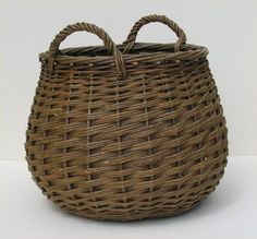 Turf basket - Joe Hogan Basket Maker - Traditional Irish Willow Baskets - notice the increase and decrease in weavers, sturdy handles Willow Weaving, Basket Weaving, Hand Weaving, Bamboo Weaving, Old Baskets, Wicker Baskets, Vintage Baskets, Basket Willow, Traditional Baskets