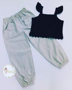Jogger + crop top moda casual para niñas Joggers, Sweatpants, Teenage Girl Outfits, Trendy Outfits, Prom, Crop Tops, Mini, Casual, Anime